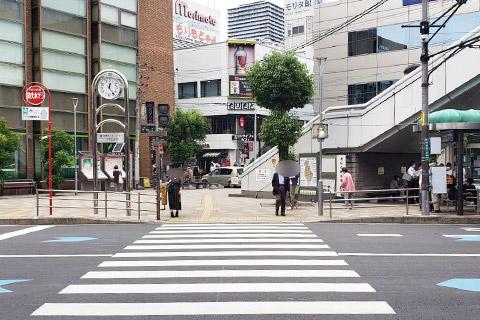 高槻みなみ整骨院の向かい側には富田小学校があります。